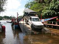Travessia de balsa para o Parque Nacional dos Lençois Maranhenses