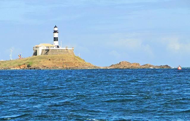 Farol da Barra visto do mar