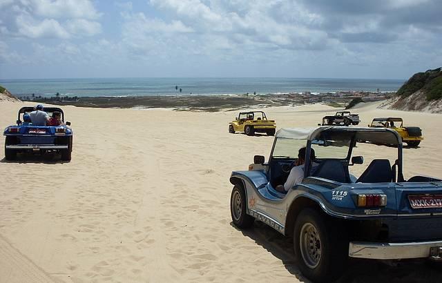Passeio de buggy nas dunas de Genipabu