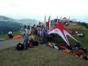 Pico da Ibituruna: Rampa é ponto de encontro dos praticantes de voo livre -