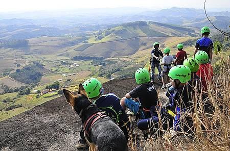 Trekking no Parque de Aventura Pedra Bela Vista - Caminhada descortina pelas paisagens
