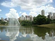 Bela área verde no meio da cidade