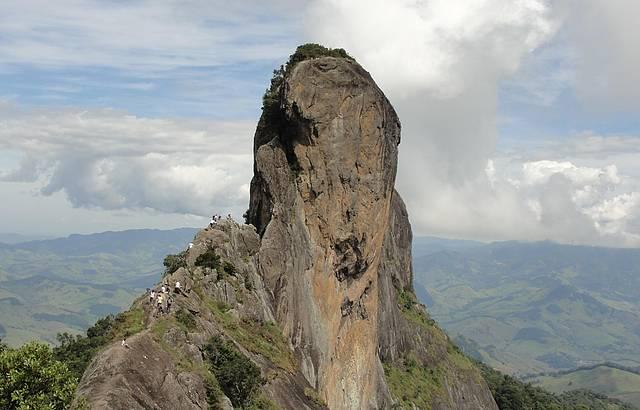Vista para a Pedra do Baú de cima da pedra bauzinho