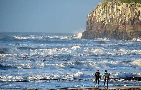 Adrenalina - Emoção garantida no mar ou no alto dos penhascos