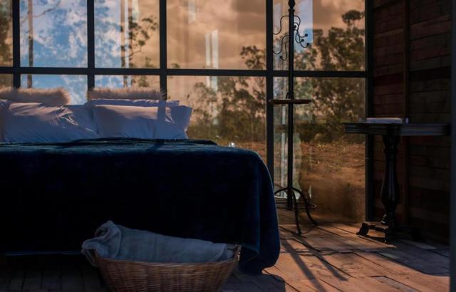 Eco Hospedagem: quarto envidraçado para apreciar a paisagem