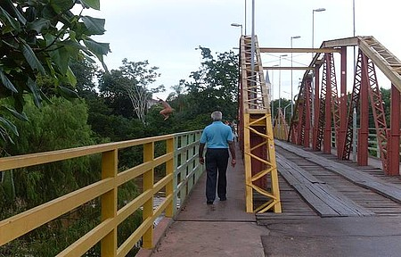 Ponte - Sobre o rio que divide os múnicipios de Anastácio e Aquidauana