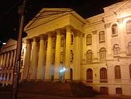 Vista noturna da Universidade