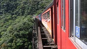 Descer a Serra do Mar de trem