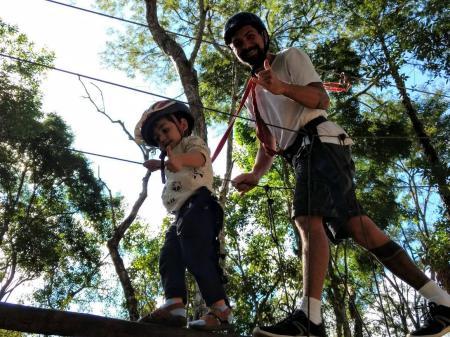 48 horas em Araras, subdistrito de Petrópolis (RJ) - Em Araras, pequenos fazem a festa em atividades como arvorismo