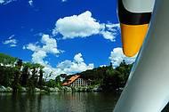 Divertido e agrad�vel passeio de pedalinho no Lago Negro