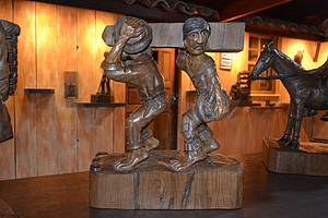 Esculturas em jacarandá