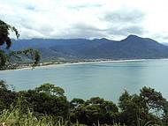 Praia da Maranduba vista do morro à caminho da praia da Caçandoca.