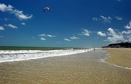 Olho d'Água - Bons ventos conduzem os kitesurfistas