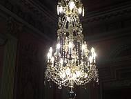 Um dos magníficos lustres do Palácio