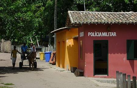 Circulando - Caraíva - Carroças levam turistas pelas ruas de areia do povoado