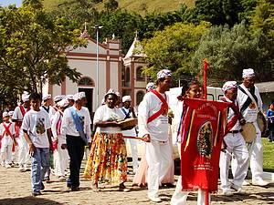 Congadas: Belos espetáculos revivem as tradições<br>