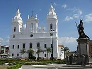 Catedral da Sé e monumento em homenagem a  Dom Frei Caetano Brandão.
