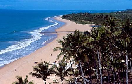 Praia fica no caminho para Arraial d'Ajuda