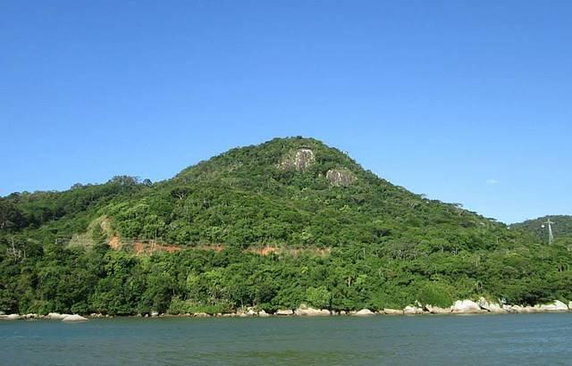 Mirante do Parque Ambiental visto do Molhe da Barra Sul