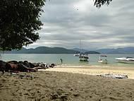 Praia da Feiticeira tempo meio nublado