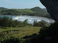 Selvagem, praia do Ouvidor pode ser observado de mirante natural