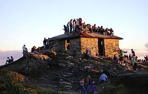 Pirâmide: Construção é ponto de encontro na hora do pôr do sol -