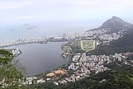 Ao fundo Lagoa Rodrigues de freitas, autódromo e Jardim Botânico