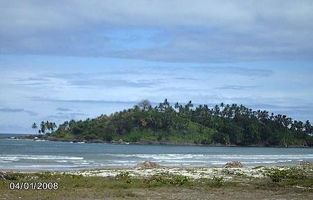 Praia da Avenida e logo mais ao fundo Morro de Pernambuco