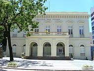 Ao lado do Palácio da Justiça
