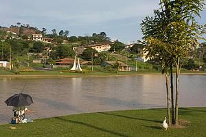 Grande Lago: Cenário perfeito para pescar, realaxar, descansar... -