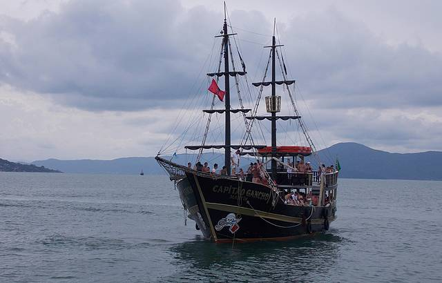 Passeio em barco pirata