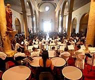 Concertos acontecem dentro de igrejas históricas
