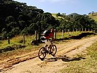 Turma do pedal faz a festa nas estradas de terra
