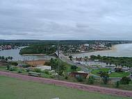 Vista panorâmica com o rio e a Praia Grande