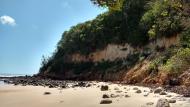 Paredão Que Protege Toda a Extensão da Praia