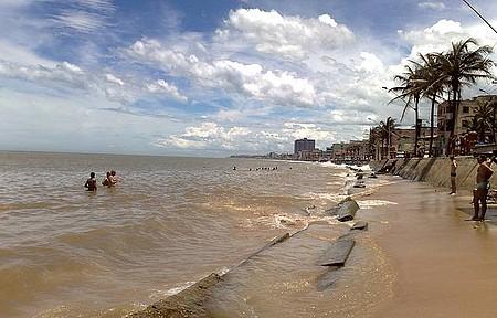 Praia de Marataízes - A principal praia da cidade