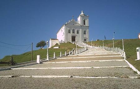 Apreciar a vista da Igreja de Nossa Senhora de Nazaré - De manhã na subida da Igreja