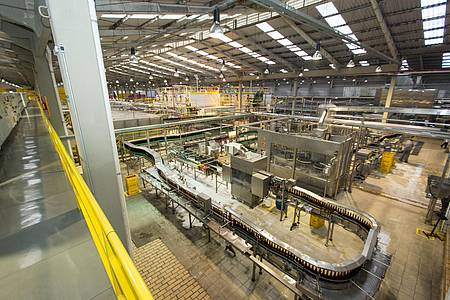 Beer Tour - Das passarelas, avista-se partes da fábrica gigantesca