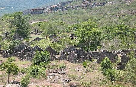 Ruínas do bairro Luís dos Santos - No entorno de Igatu, antigo bairro dos garimpeiros e suas casas em pedra