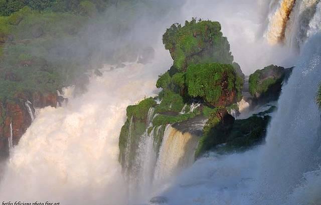 Detalhe de uma das quedas no Parque Nacional do Igua�u - Brasil