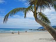 Considerada a praia mais bonita de Ilha Grande.