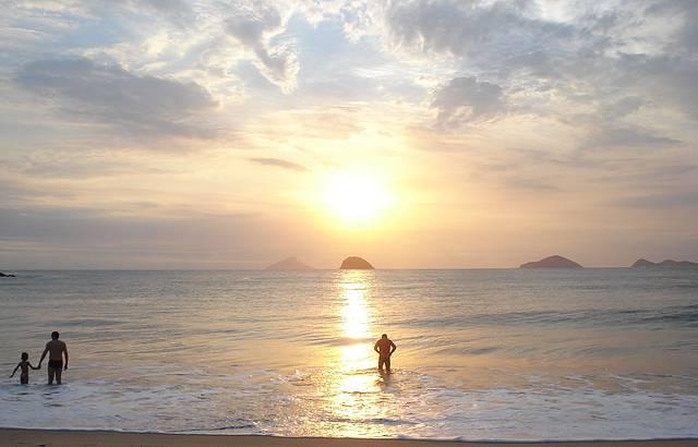 Pôr do sol, é o mais lindo do mundo, só quem viu pra saber o doce encanto.
