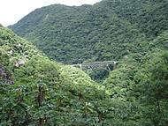 Ponte de trilhos na descida
