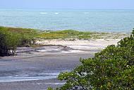 Encontro do rio Bocatu com o mar