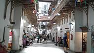 Antigo presídio, hoje transformado em mercado de artesanatos