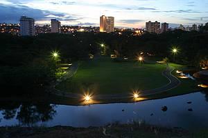 Ao ar livre: Cidade é repleta de áreas verdes<br>