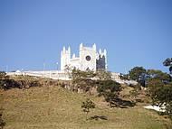 Igreja em forma de castelo medieval