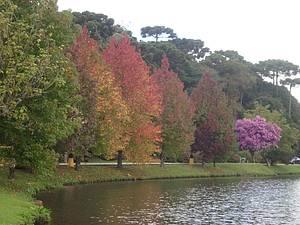 Lago São Bernardo: Passeio cheio de cores -
