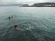Mergulho durante a parada na ilha