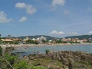 Vista pela trilha que leva a Praia do Ribeiro